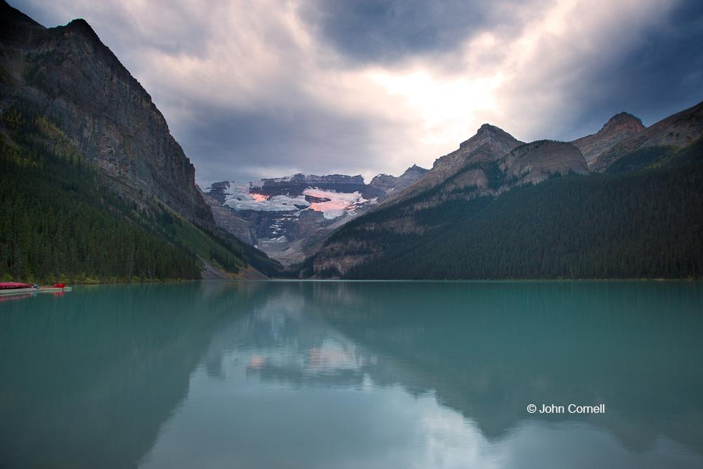 Alberta;Banff National Park;Canada;Lake Louise, sunrise, reflection, clouds, mountains, snow, water