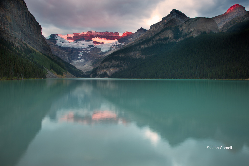 Alberta;Banff National Park;Canada;Dawn;Lake Louise;Mountains;Reflection;Sunrise;water