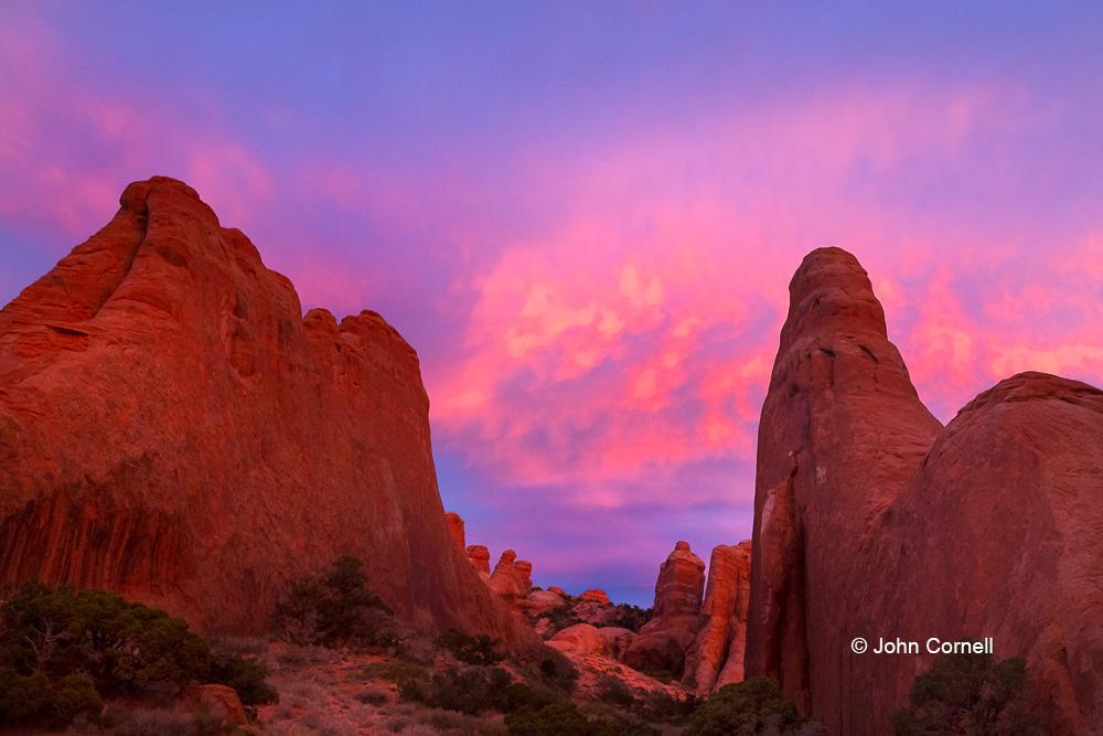 Arches National Park;Desert;Devil's Garden;Erosion;Red Rock;Red Rocks;Sandstone;Scenic;Sunrise;Utah;dry